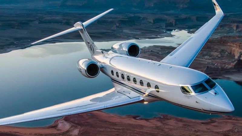 How Fast Does a Private Jet Fly