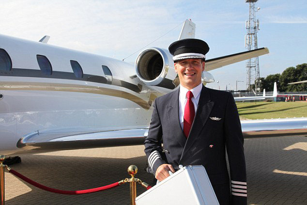 need a degree to be a private jet pilot